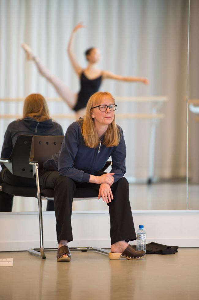 Steffi Scherzer, Leiterin der Tanz Akademie Zürich, beim Spitzentraining mit ihren Schülern. Foto: Mike Flam