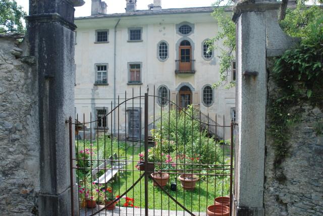 Wer mit offenen Augen durch das Dorf Soglio spaziert, wird immer wider überrascht. Schöne Einblicke