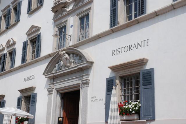 Der Palazzo Salis im Zentrum von Soglio. Restaurant und Hotel.