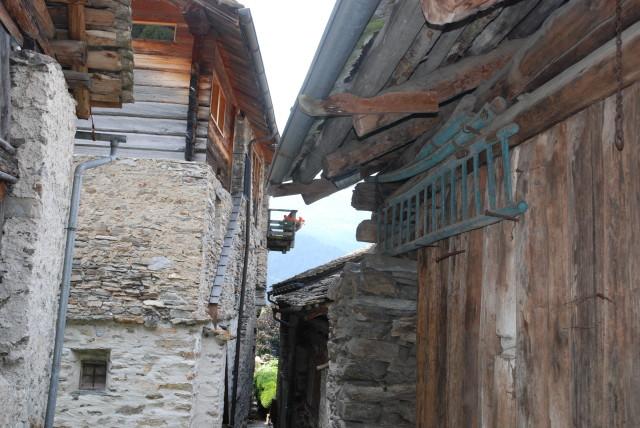 Enge Gassen führen durchs Dorf. #Soglio #Bergell