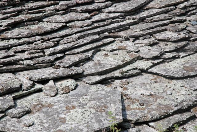 Stein gedeckte Häuser in Soglio so weit das Auge reicht.