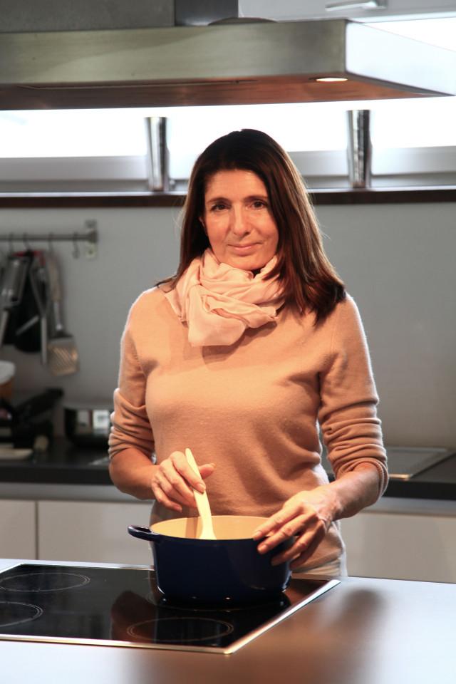 Claudia Braunstein von Geschmeidige Köstlichkeiten beim Kochen und probieren neuer Rezepte.