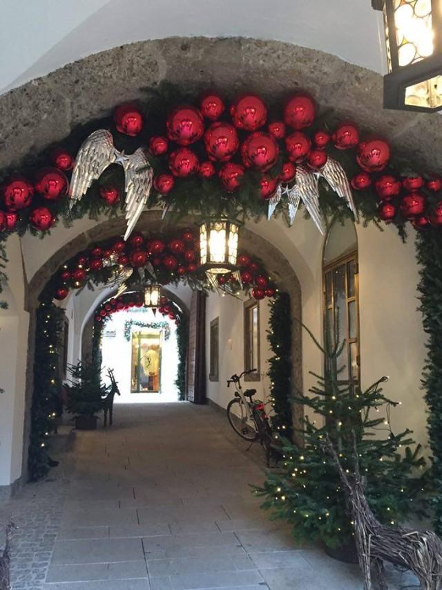Altstadt Salzburg weihnachtlich geschmückt