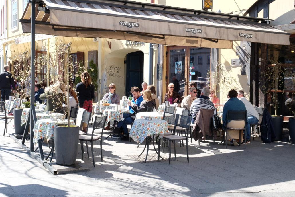 Die Vilnius lebt und pulsiert. Eines der Strassencafés der Stadt.