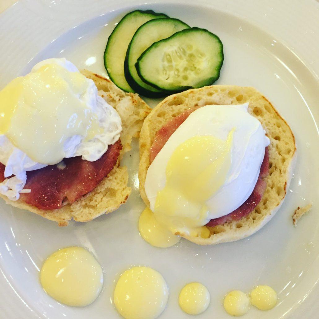 Auf Wunsch Buffet oder serviertes Frühstück auf der Costa Favolosa.