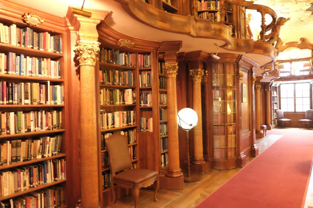 Ein ganz besodnerer Ort, die grosse Bibliothek im Schloss Lopoldskron.