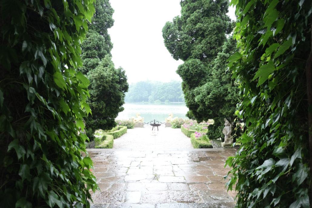 Blick auf den see hinter Schloss Leopoldskron, Das Wetter war leider etwas salzburgerisch.