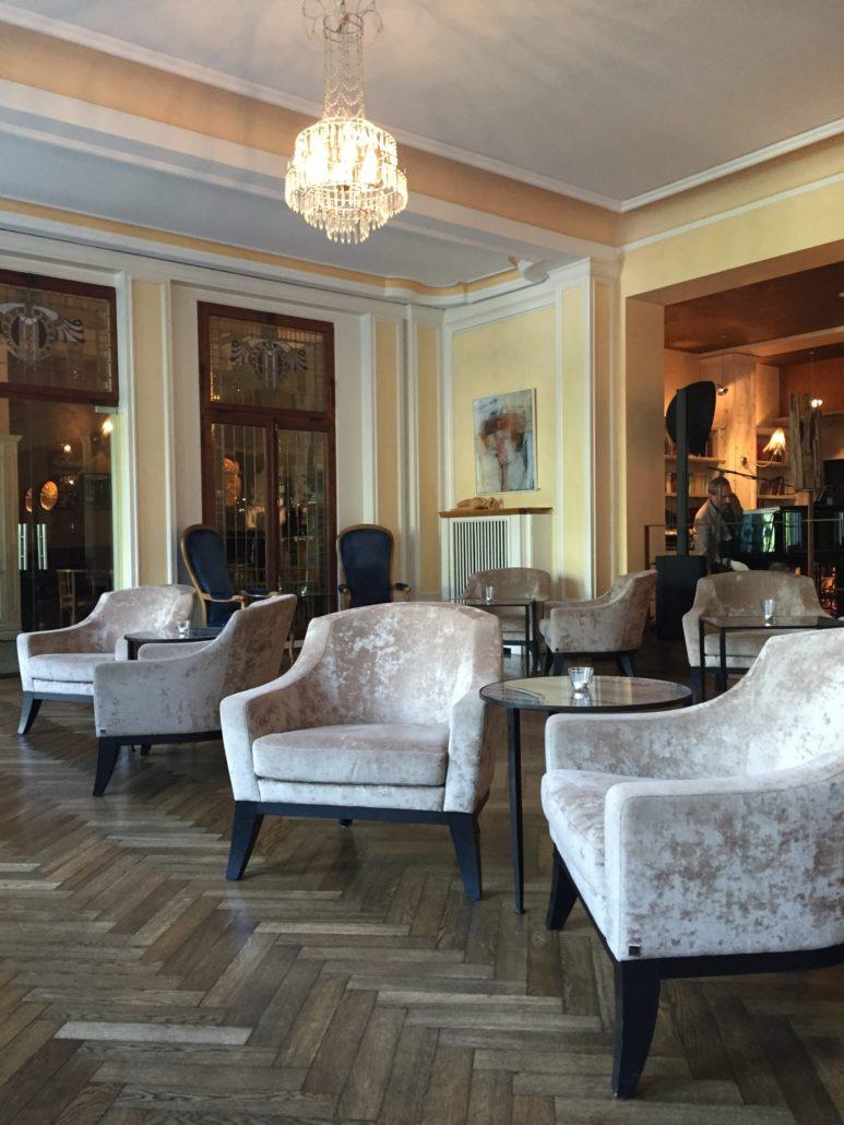 Ein Blick in die Lobby. Tradition und Moderne harmoniert