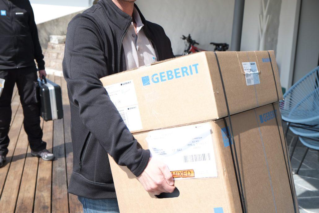 Der Geberit AquaClean Tuma WC Aufsatz wird geliefert.