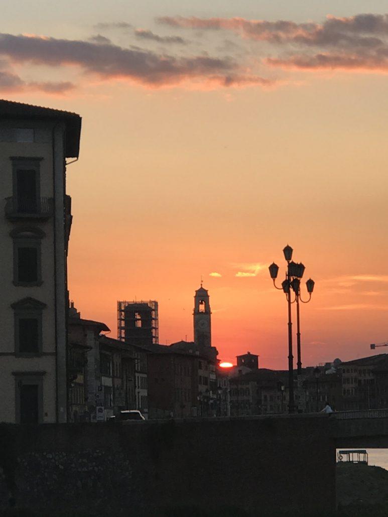 Pisa und der Arno versinken in der glühenden Sonne. Foto: Elisabeth Giovanoli