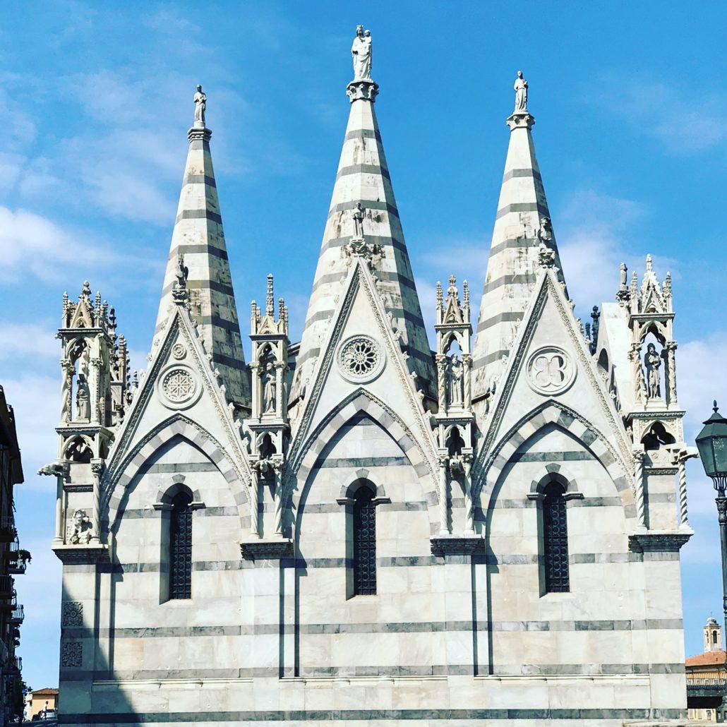 Erstrahlt in weissem Marmor direkt neben dem Arno - Santa Maria Della Spina.